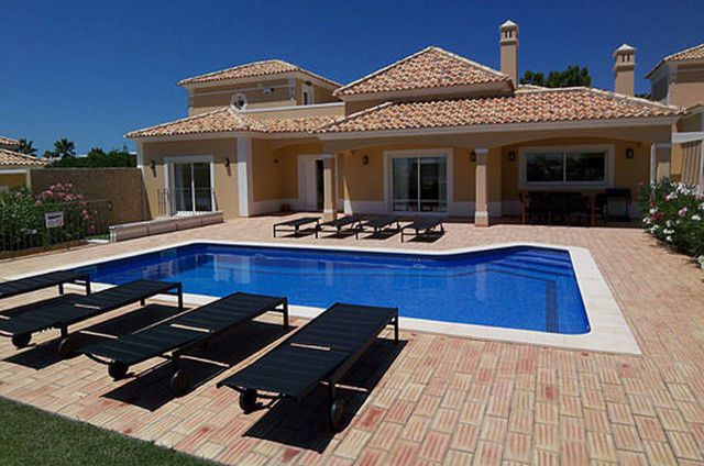 Villa_for_sale_in_Albufeira_EMA12188