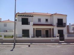 Imobiliário - Vendas - Casas - Superb 5 bedroom House within walking distance to Nazare Beach - ID 5432