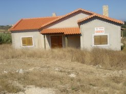 Imobiliário - Vendas - Casas - Great investment property in a quiet village very close to Lourinha and the beache - ID 5406