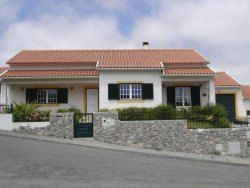 Imobiliário - Vendas - Casas - Good exposure to the sun. Peaceful area - ID 5387