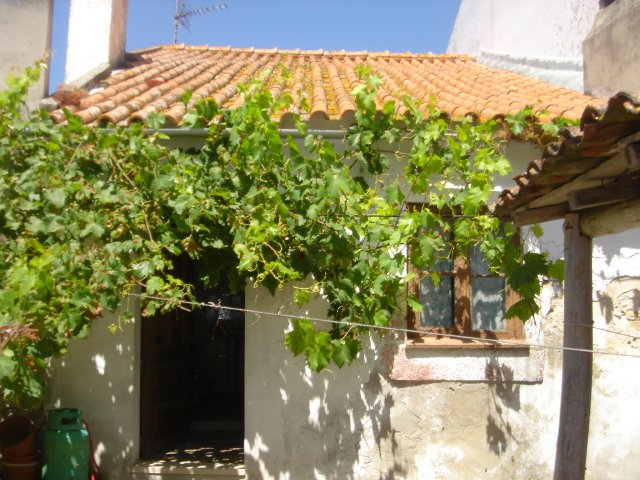 Imobiliário - Vendas - Casas - Good Location: old house to recuperate: Near of the beaches and the golf - ID 5384