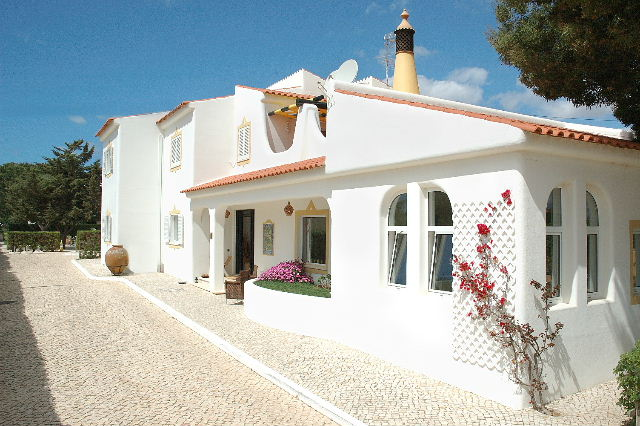 Imobiliário - Vendas - Guesthouses & Bed And Breakfasts - A Luxury Boutique style Guesthouse within walking distance of the beach of Senhora da Rocha - ID 6768