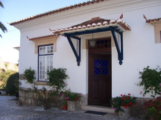 Imobiliário - Vendas - Casas - Beautiful Villa in good repair and ready for moving in. Sunny area with the views to the Monastery of Alcobaca. - ID 5326