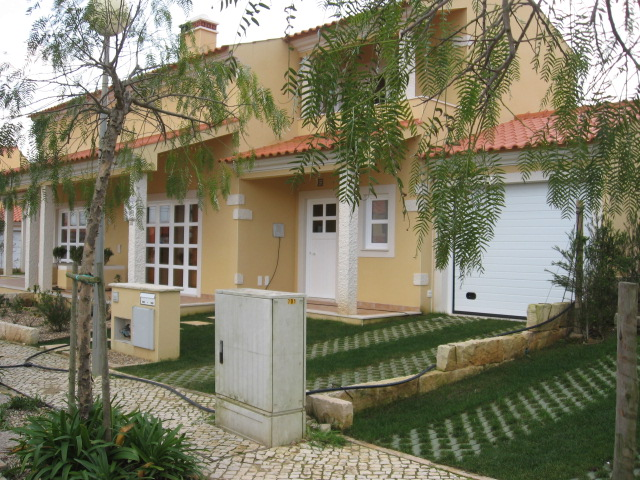 Imobiliário - Vendas - Casas - Beautiful 4 bedroom semi detached house within minutes of Sao Martinho do Porto. - ID 5283