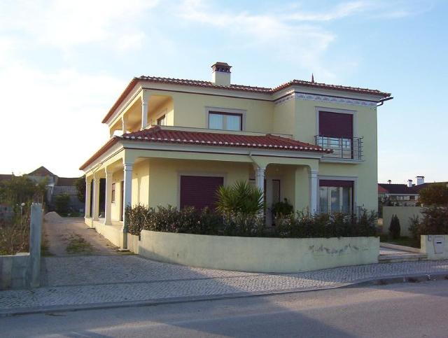 Imobiliário - Vendas -  Moradias - Beautyful villa in quit surrounding - ID 5779