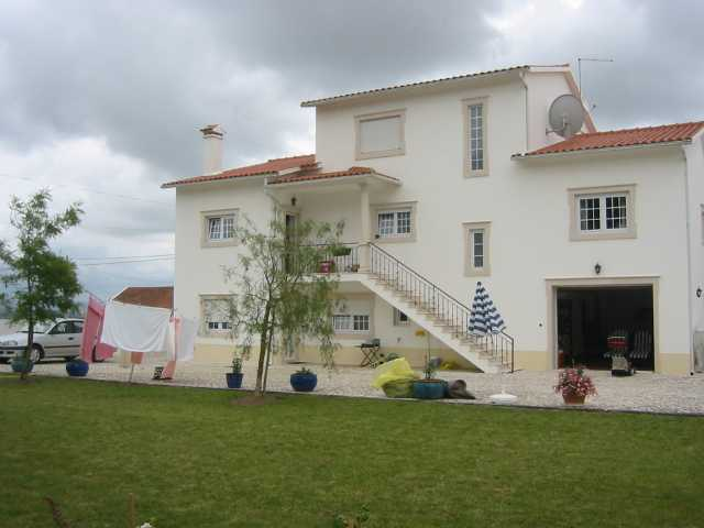 Imobiliário - Vendas - Casas - 4 Bedroom Villa distancing only 3 minutes to town center - ID 5207