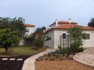 Imobiliário - Vendas -  Moradias - Fantastic find 3 bedroom Villa with a 3 bedroom cottage attached - ID 5746