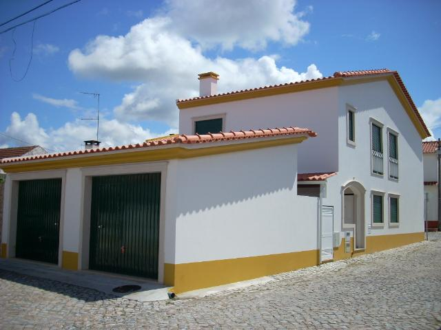 Imobiliário - Vendas - Casas - Town House in the center of a Town minutes from Sao Martinho Bay. - ID 5167