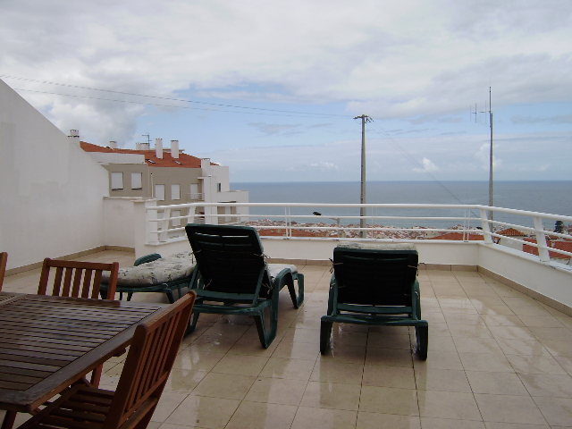 Imobiliário - Vendas - Apartamentos - Three bedroom apartment with large terrace and astonishing view of the ocean. - ID 5995