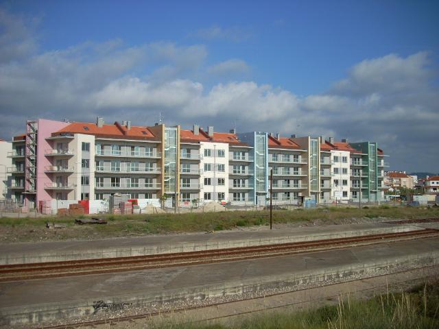 Imobiliário - Vendas - Apartamentos - Detached house near S. Martinho do Porto good for a B&B - ID 5265