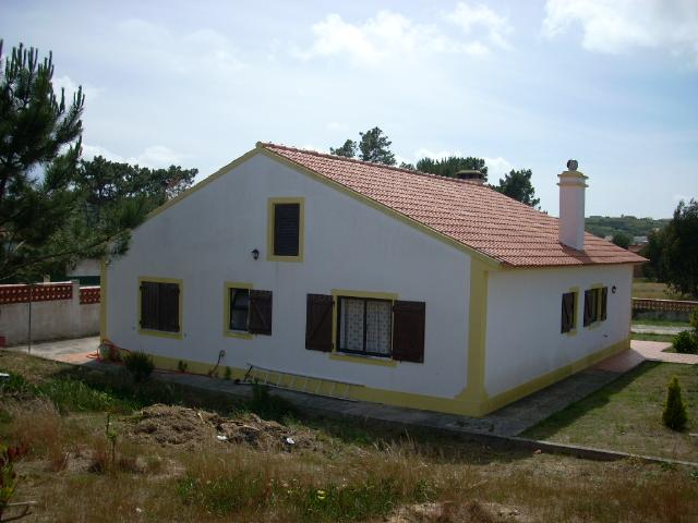Imobiliário - Vendas - Casas - Traditional style Villa with plenty of room for a pool. - ID 5139