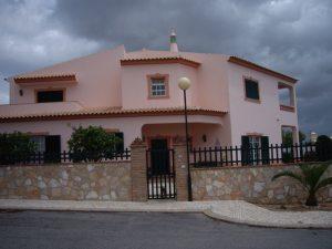Imobiliário - Vendas -  Moradias - Beautiful 4 bedroom villa in a quiet part of Albufeira - ID 5728