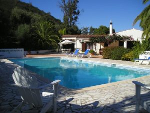 Imobiliário - Vendas -  Moradias - Beautiful landscaped villa plus cottage with working business - ID 5723