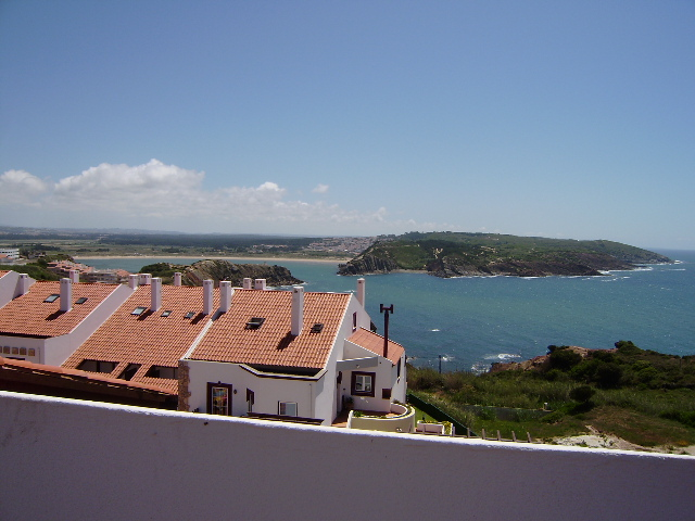 Imobiliário - Vendas - Casas - Ocean front 4 bedroom apartment in a closed Conduminium In Sao Martinho do Porto - ID 5111