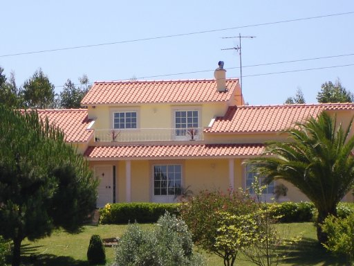 Imobiliário - Vendas - Casas - Beautiful country house set high on a hill  with fantastic views of the valley and country side - ID 5103
