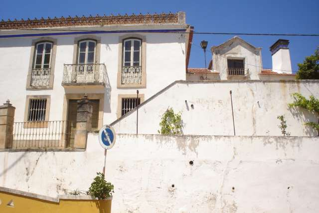Imobiliário - Vendas - Casas - Beautiful manor house for renovation  near Obidos. Huge potential for executive home or business oportunity. - ID 5056