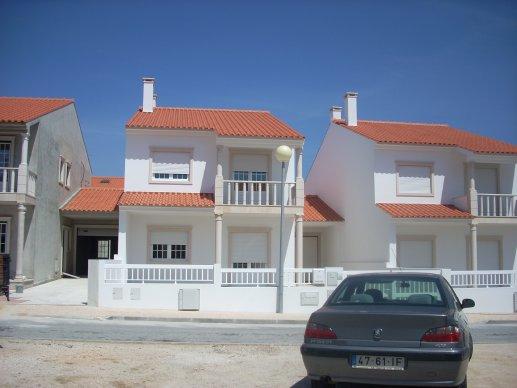 Imobiliário - Vendas - Casas - 2 Brand New homes within walking distance to Sao martinho do Porto bay - ID 5040