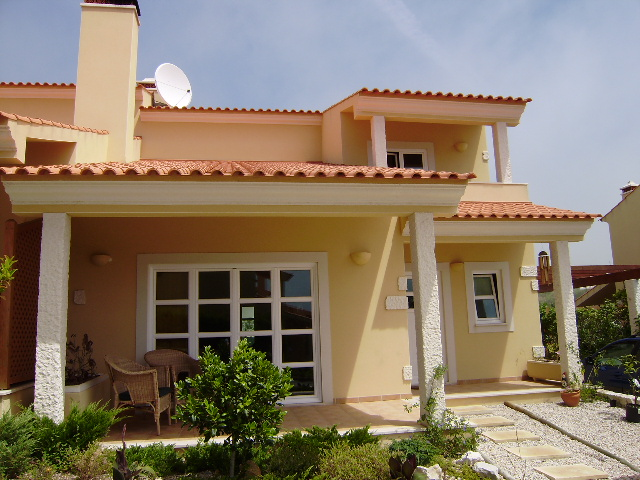 Imobiliário - Vendas - Casas - Almost new semi-detached house with 3 bedrooms, 5 minutes from Sao Martinho do Porto - ID 5037