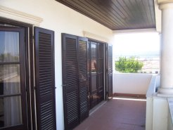 Imobiliário - Vendas - Casas - Spacious 5-bedroom house located in a village close to Nazare Beach - ID 4983