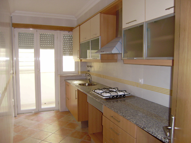 Imobiliário - Vendas - Apartamentos - Two bedroom apartment at walking distance to the sea. - ID 5943
