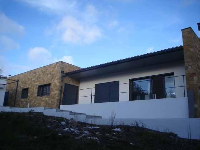 Imobiliário - Vendas - Casas - Exceptional 4 bedroom bungalow - ID 4921