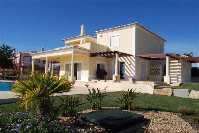 Imobiliário - Vendas - Propriedades no Golfe - Golf Villa Vale da Pinta Fairway - ID 6192