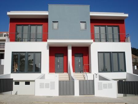 Imobiliário - Vendas - Casas - Four bedroom Semi-Detached house - ID 4877