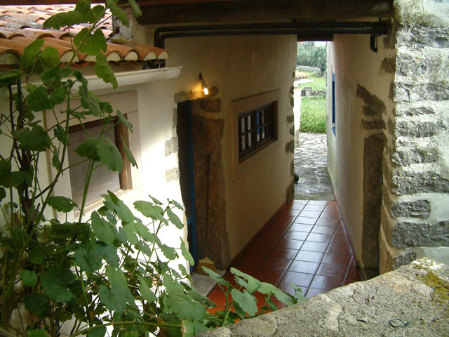 Imobiliário - Vendas - Casas - SOLD!!   Cosy Country House to feel at home. Very good Price!! - ID 4864