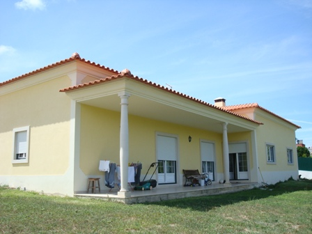 Imobiliário - Vendas -  Moradias - Portugal Silver Coast - 4 bed Bungalow situated in a small village near Caldas da Rainha - ID 5605