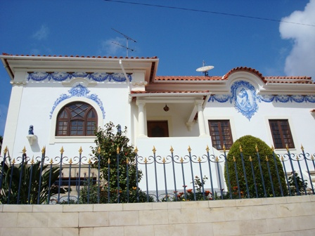 Imobiliário - Vendas -  Moradias - Splendid Centenary Villa with in the heart of Alcobaca - Real Estate Portugal - ID 5546