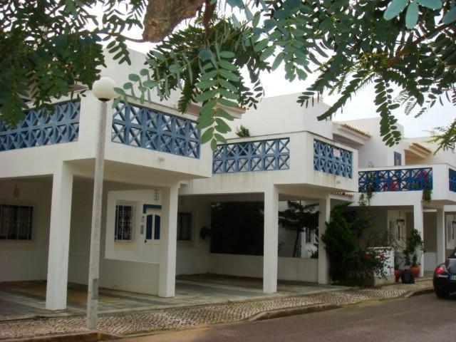 ALBUFEIRA - Imobiliário - Vendas - Casas - 2 Bedroom beach townhouse - ID 4700