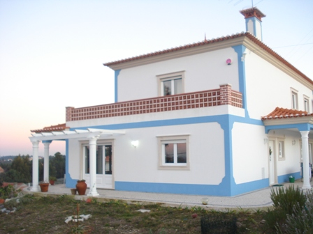 Imobiliário - Vendas - Casas - Nice traditional villa in a good location - Portugal Silver Coast - ID 4678