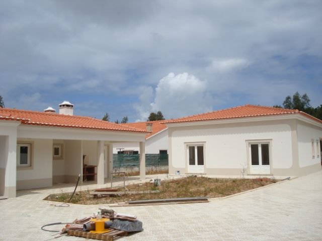 Imobiliário - Vendas - Casas - Fantastic Villa in very peaceful area - Portugal Silver Coast - ID 4634