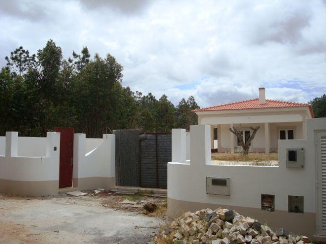 Imobiliário - Vendas - Casas - Charming custom built Villa with excellent views of water dam and sea coast. - ID 5435