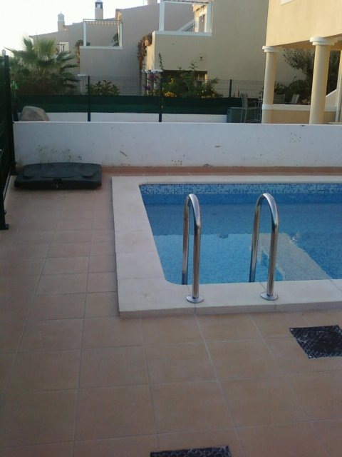 Imobiliário - Vendas - Propriedades no Golfe - Well-located T2 Apartment completed furnished with good rental potential - ID 6004