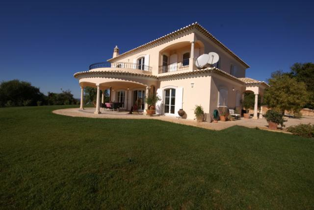 Imobiliário - Vendas -  Moradias - Fantastic Villa with guest house in the Heart of the Algarve - ID 5527