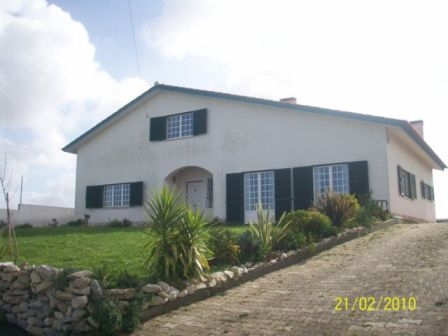 Imobiliário - Vendas -  Moradias - Beautiful villa only 5 minutes from the bay of Sao Martinho do Porto – B&B potential - ID 5515