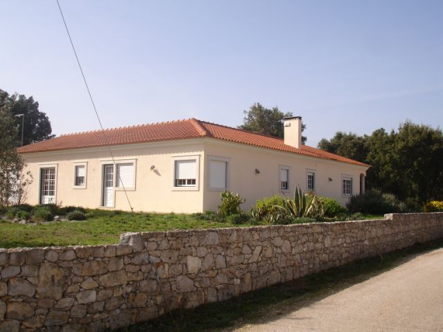 Imobiliário - Vendas - Casas - Beautiful 5 bedroom countryside bungalow with 2 large plots – B&B potential - Portugal Real Estate - ID 4556