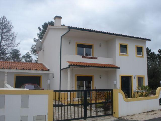 Imobiliário - Vendas -  Moradias - Geschakelde 4 slaapkamer woning,omgeving Alcobaca - ID 5504