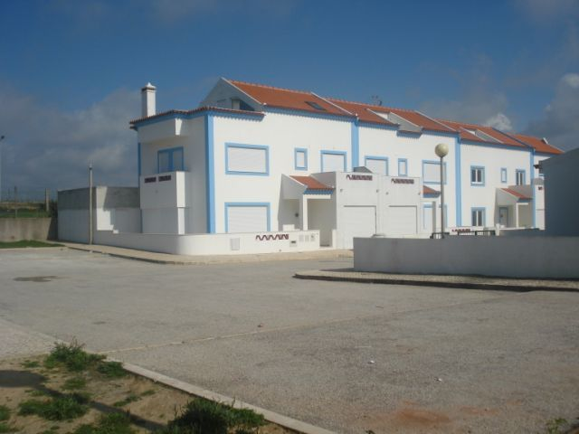 Imobiliário - Vendas - Casas - Townhouse with great views to the ocean - Portugal Real Estate - ID 4547
