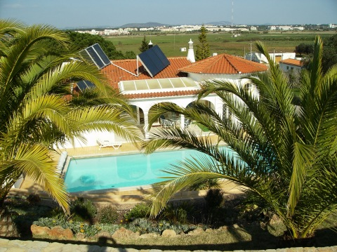 Albufeira - Imobiliário - Vendas -  Moradias - Detached single-floor Villa, comprising garage, pool and garden, 3 bedrooms en-suite - ID 5480