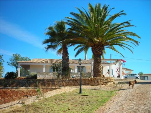 Imobiliário - Vendas - Casas - Beautiful farm with about 45 000m2 situated about 8 km from Albufeira - ID 4490