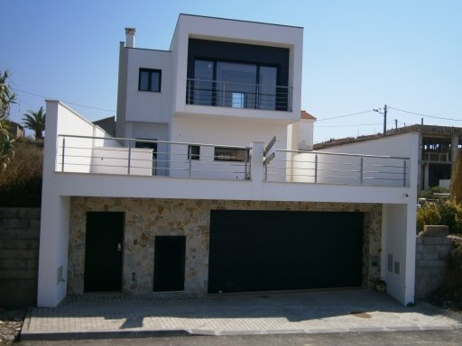 Venda Nova - Real Estate - Sales - Houses - Modern Villa close to Sao Martinho do Porto - ID 4480