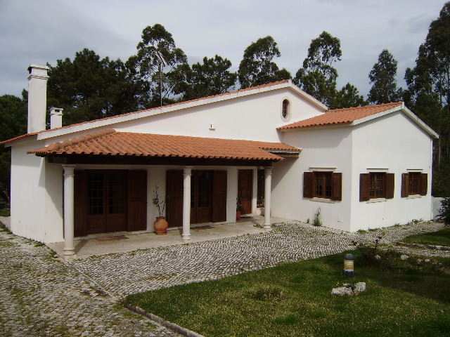 Caldas da Rainha - Real Estate - Sales - Houses - Large villa in quiet surrounding with seperate annex - ID 4474