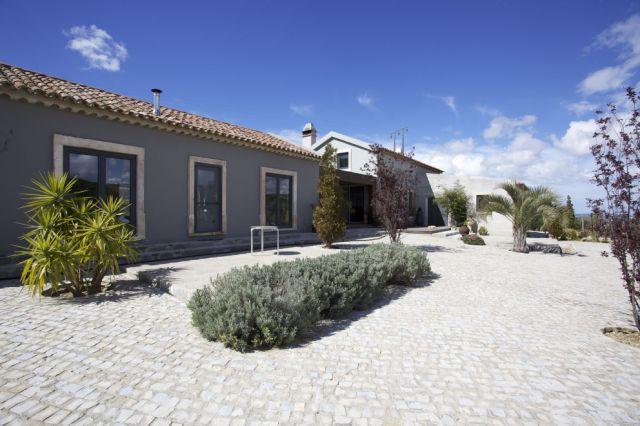 Obidos - Real Estate - Sales - Houses - Unigue small farm with a unuiqe mixure of old and modern style - ID 4471