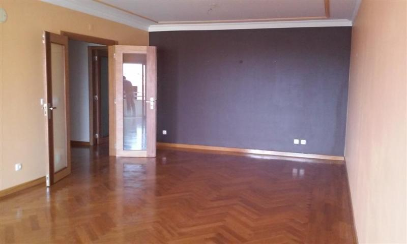 Flat_for_sale_in_Estoril_SCO8242
