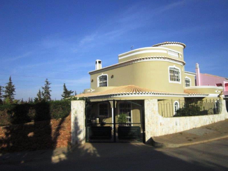 Villa_for_sale_in_Quarteira_LDO8301