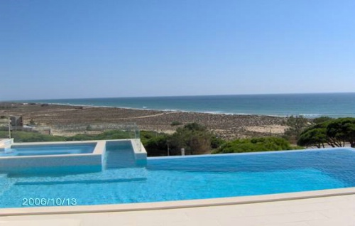 Imobiliário - Vendas - Propriedades no Golfe - 3 Bedroom Villa with overflow Pool located on the Beach - ID 6336