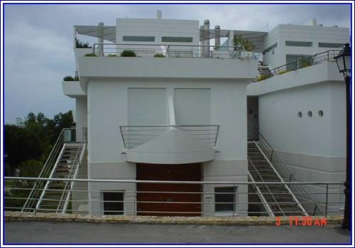 Imobiliário - Vendas - Apartamentos - Two Bedroom With Studio Apartment Close to Beach - ID 6121