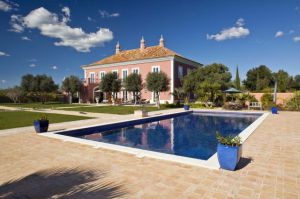 Villa for sale in Loule ema12174
